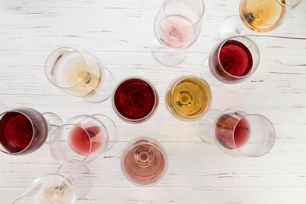mange forskellige glas vin