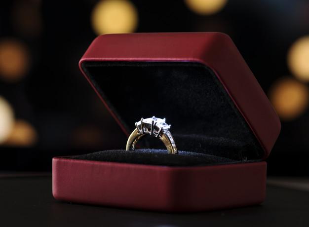 Sådan finder du en forlovelsesring til hende du elsker
